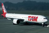 TAM BOEING 777 300 GRU RF IMG_5021.jpg