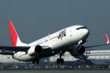 JAPAN AIRLINES BOEING 737 800 KIX RF IMG_8670.jpg
