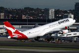QANTAS AIRBUS A330 200 SYD RF IMG_0190.jpg