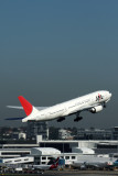 JAPAN AIRLINES BOEING 777 200 SYD RF IMG_0531.jpg