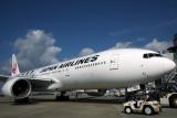 JAPAN AIRLINES BOEING 777 200 FUK RF IMG_6292.jpg