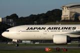 JAPAN AIRLINES BOEING 777 200 FUK RF IMG_0981.jpg