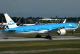 KLM BOEING 777 300ER PAE RF IMG_5866.jpg