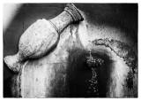 Fuente con manos.jpg