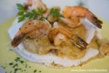 Gostinho da Terra. Folheado de tapioca, recheado com creme de siri e camarão, acompanhado de camarões grandes Ponta Pirambu_8292
