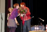 DSC_1877 Sofie De Graeve krijgt bloemen van Karin Jiroflé