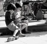2 children_1050668w.jpg