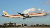 IB 340-600 lands on MIA Runway 9