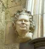 QUEEN'S HEAD SCULPTURE