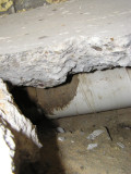 Looking down the hole we see the heat duct, and a lot of ...AIR holding up the slab!!!