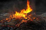 Beim abbrennenden Lagerfeuer