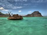 Rocher au milieu de l'océan