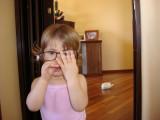 Aprontando com o oculos da mae