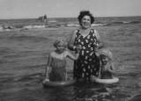 Grandma (Maria Diez)  with Linda & Maria in Raritan Bay