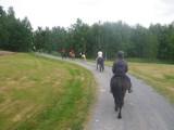 Nyss uppsuttna på varsin häst