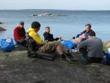 Ivar, Andreas, Rebwar, Gunnar och Jonny med ryggen mot kameran