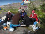 Kjelle, Anders, Johanna, Jonas och Eva med ryggarna emot kameran