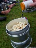 Jenny piggar upp med popcorn...
