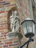 Staande Maria met Kind (koningin) - Schaarstraat 18
