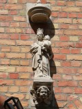Staande Maria met Kind (koningin) - Sint-Niklaasstraat