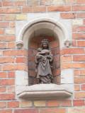 Staande Maria met Kind (koningin) - Kegelschoolstraat 4