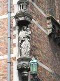 Staande Maria met Kind - Wulfhagestraat 18