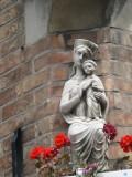 Zittende Maria met Kind - Wulfhagestraat 20