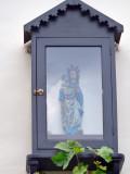 Staande Maria met Kind (koningin) - Bollaardstraat 8