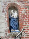 Staande Maria met Kind (Koningin) - Ezelstraat 2