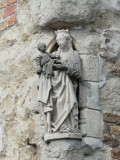 Staande Maria met Kind (koningin) - Wijnzakstraat 2