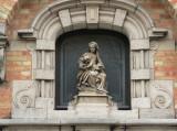 Zittende Maria met obstinatig Kind - Kapelstraat 22