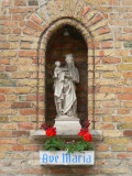 Staande Maria met Kind (koningin) - Naaldenstraat 17
