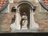 Spanjaardstraat 16 - Staande Maria met Kind (Koningin)