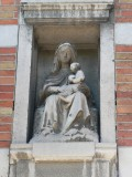 Zittende Maria met Kind - Koningin Elisabethlaan 61-63