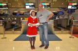 Une très jolie mère Noël à l'aéroport de Bangkok