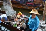 Une constatation collective, on peut trouver de quoi se nourrir à tous les coins de rue en Thaïlande