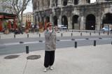 Devant les Arènes de Nîmes