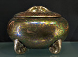 Pot with snail legs (1912)