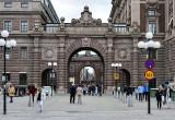 Entry to City, Parliament gates