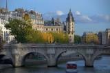 Le Pont Neuf en automne.