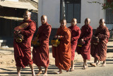 Kengtung monks set out in search of alms