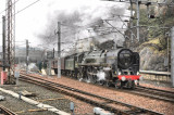 70013 Oliver Cromwell departing Edinburgh Waverley 24.03.2012.jpg