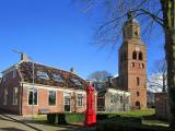 Eenrum - Kerk en rode pomp