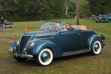 1937 Ford DeLuxe Cabriolet