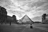 The Louvre Blk n Wht