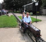 Tonbridge  Model  Engineering  Society  coach  and  train  ride.