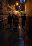 señoras con paraguas