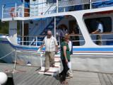 Lon & Lucy disembarking