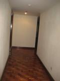 Hallway to bedrooms 060.jpg