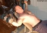 dumbell presses studly dude.jpg